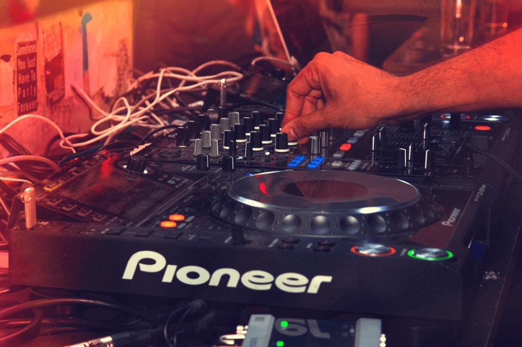 USB DJ 1024x681 - 初心者がDJを始める為の機材の選び方