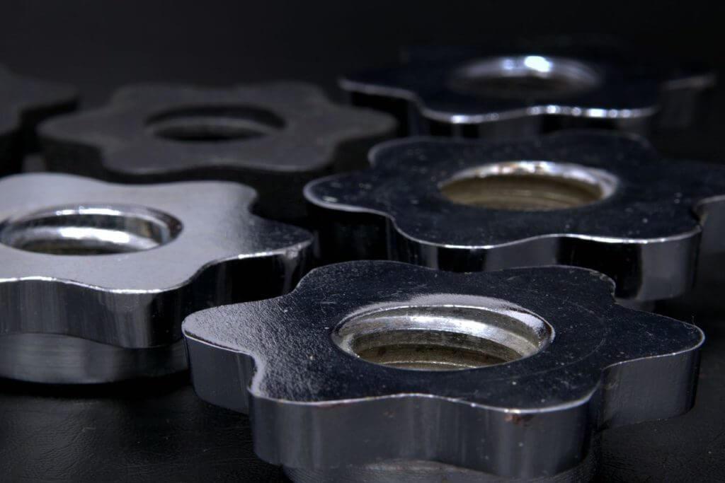 aluminum chrome close up 162601 compressor 1024x683 - バナナプラグのおすすめ5選!規格と使い方解説!