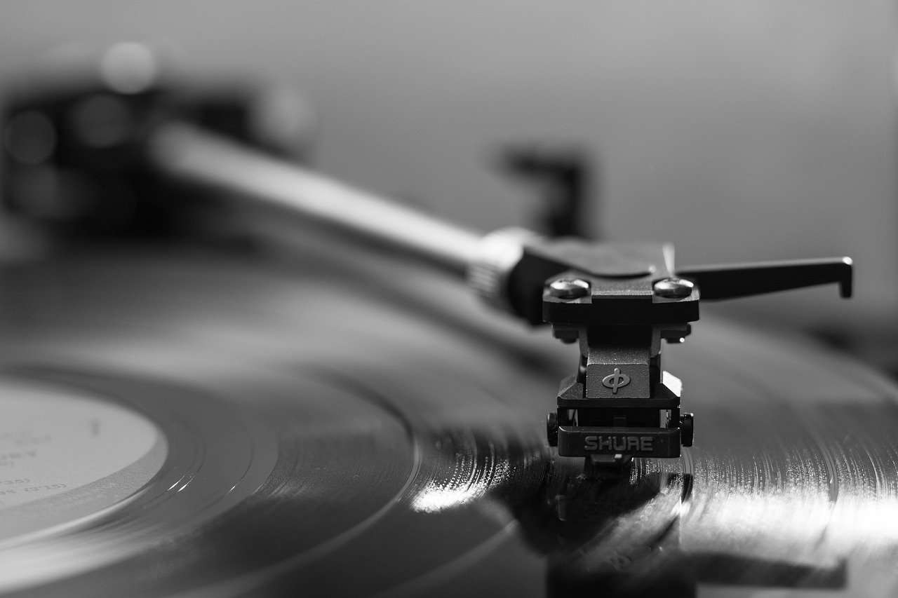 record player 1851576 1280 1 - LUXMAN(ラックスマン)プリメインアンプL-505uXII試聴レビュー【20万円台】