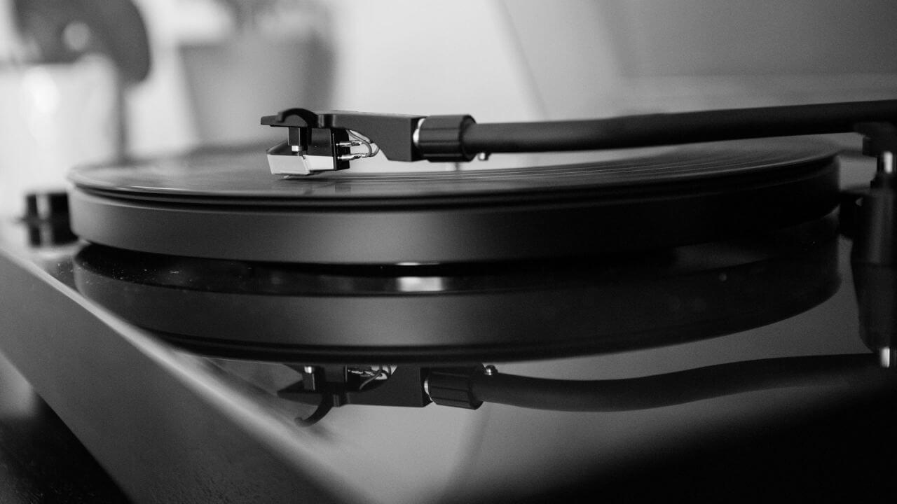 vinyl image - 光城精工 (KOJO)オーディオ用電源タップCrystal3.1 Crystal6.1の音質レビュー